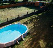 rozkładany basen w ogrodzie